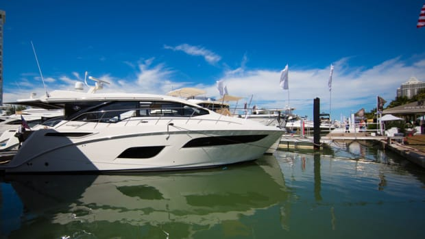 This 450 Sea Ray Sundancer made its world debut at Yachts Miami Beach on Collins Avenue.