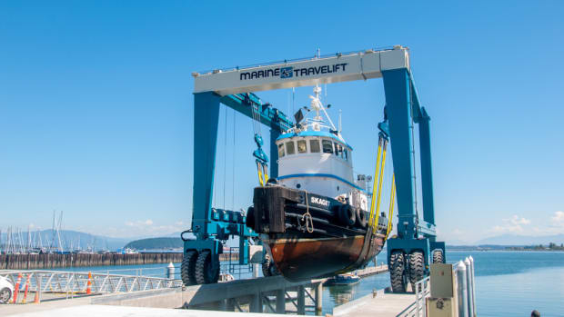 Pacific Marine Center in Washington has a new mobile boat hoist from Marine Travelift.