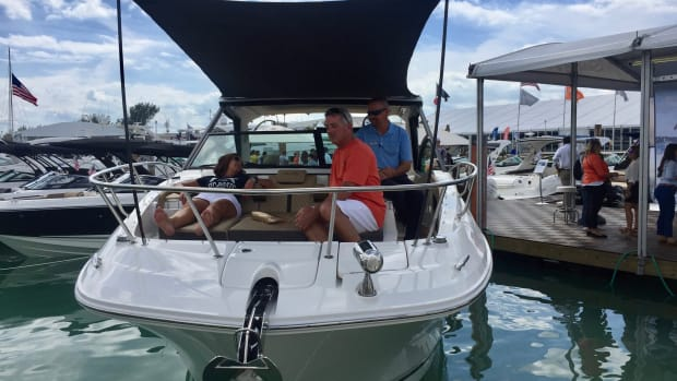 Sea Ray said the new Sundancer 320 blends a cruiser and bowrider into a single boat.