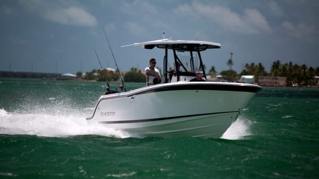 With its proven deep-vee design, the Blackfin 212CC cuts through chop.