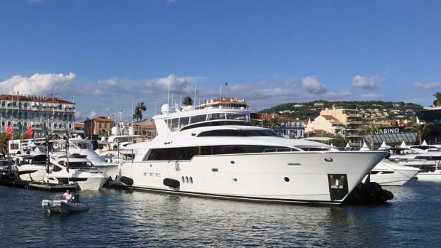Hatteras Yachts' 100 RPH (raised pilothouse) attracted attention in its debut at September's Cannes Yachting Festival in France.