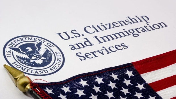 immigration-impact-uscis-record-applications-1024x683