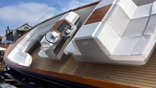 Hinckley debuts Torqeedo-powered electric boat