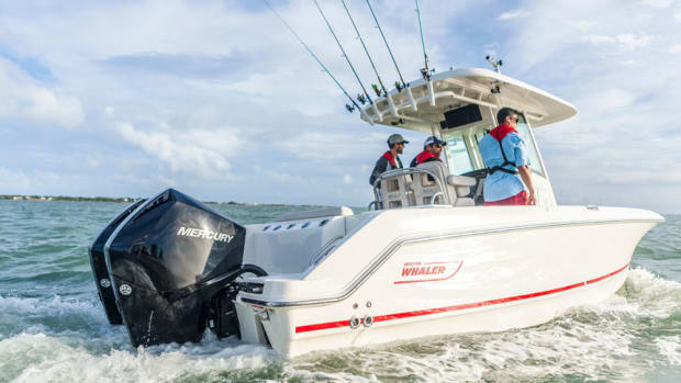 4-225hp-bostonwhaler-Saltwater-2017running-shot