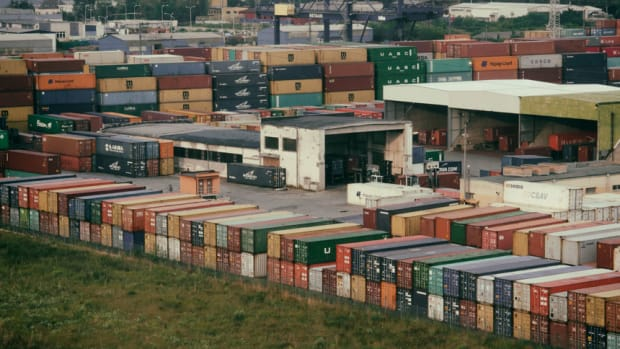 train-container-terminalx860