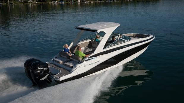 1_crownline-boats_cross-sport-xs-e29xs-09