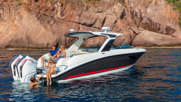 1_Brunswick_2021-SLX-R-350-Outboard-Lifestyle-2