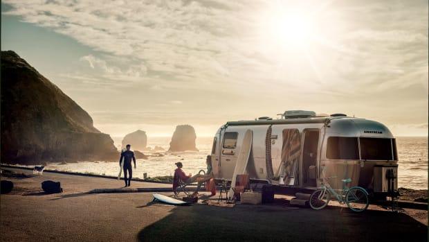 2_dometic_caravan_rv_camper_surfing_friends_airstream_ac-2-(1)