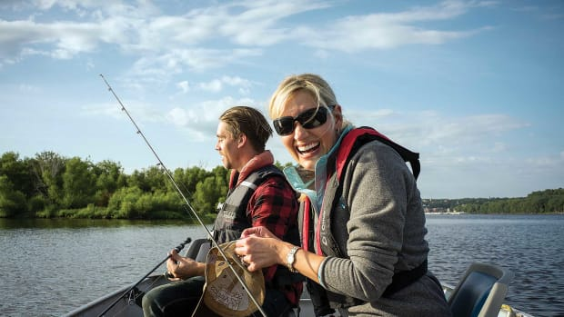 db_millennial-couple-fishing_1800