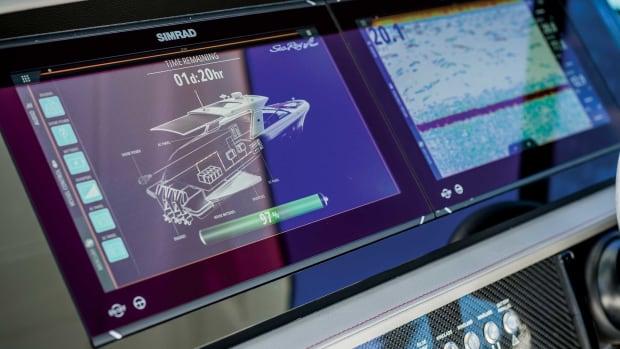 2_2020-SLX-R-400-Outboard-Dash-1_1800