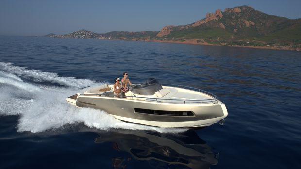 The Invictus 280GT is recognized by its reverse bow.
