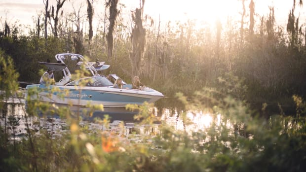 MasterCraft's XT21 replaces the company's X10 crossover. The company said the new boat can accommodate a crew of 14.