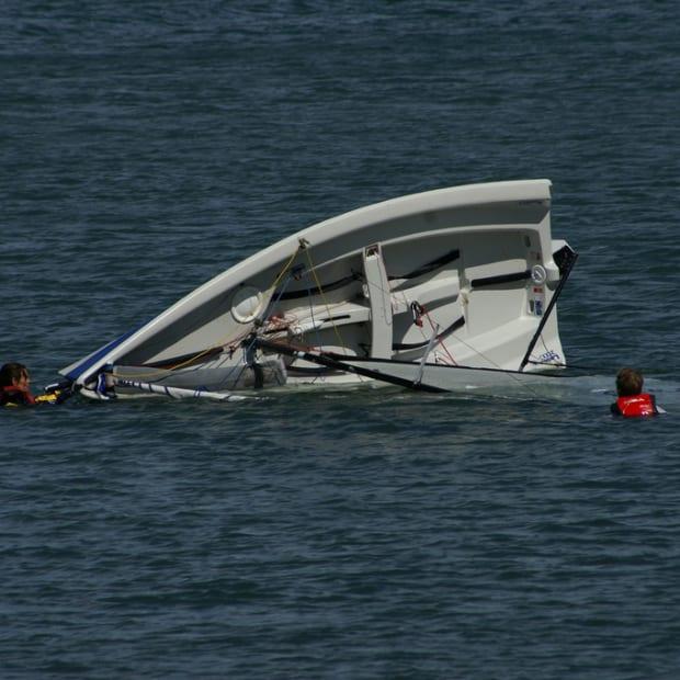 capsized-boat-dave-hamster-flickr