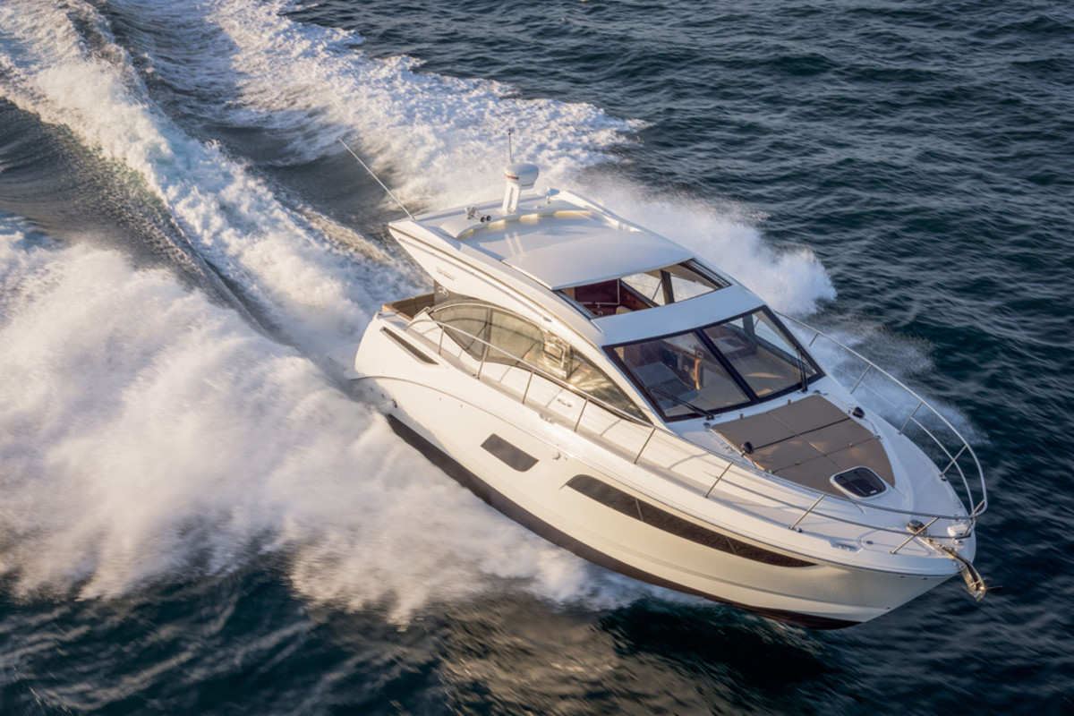 Sea Ray's 400 Sundancer is being shown at the Düsseldorf International Boat Show.
