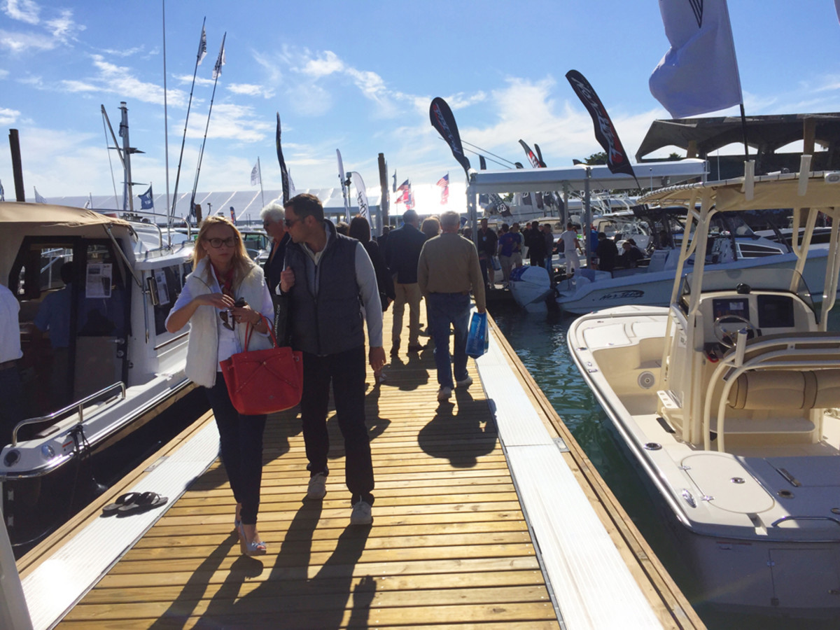 Bellingham Marine received praise for the encapsulated docking system it built for the Miami International Boat Show.