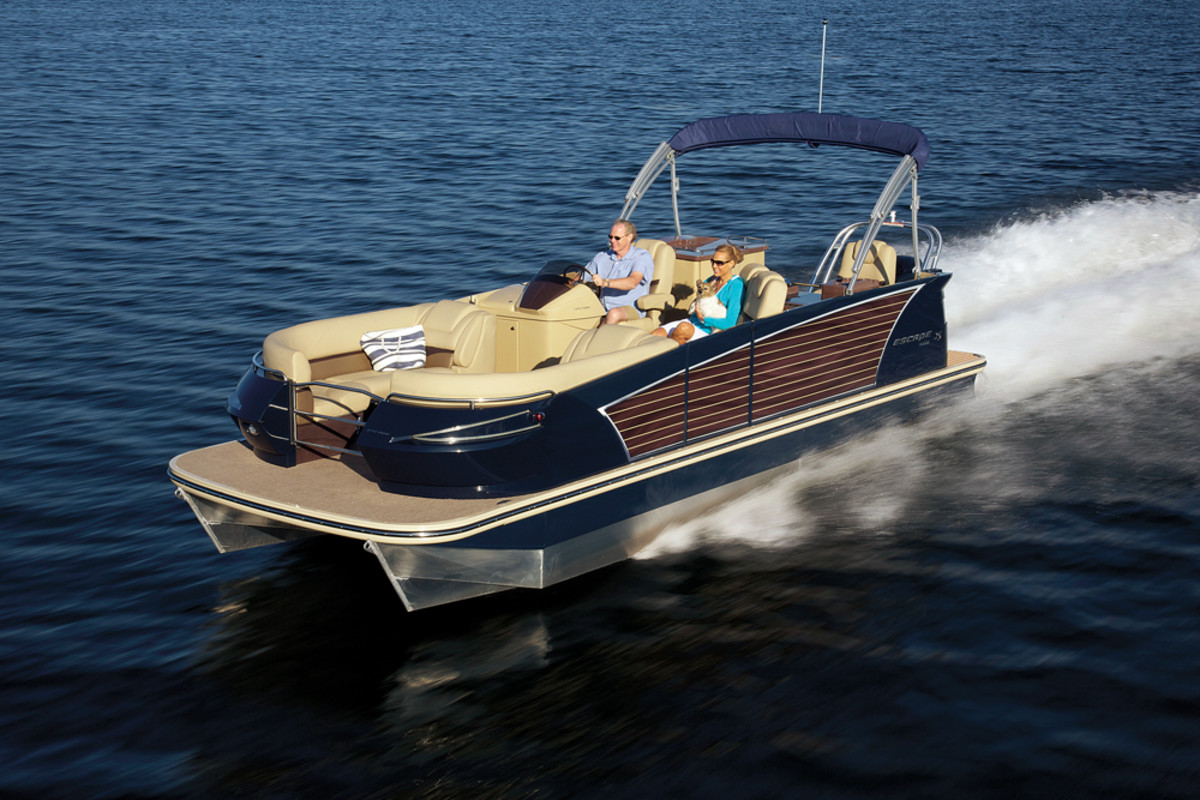 Larson re-entered the pontoon market last year with its sleek Escape line.