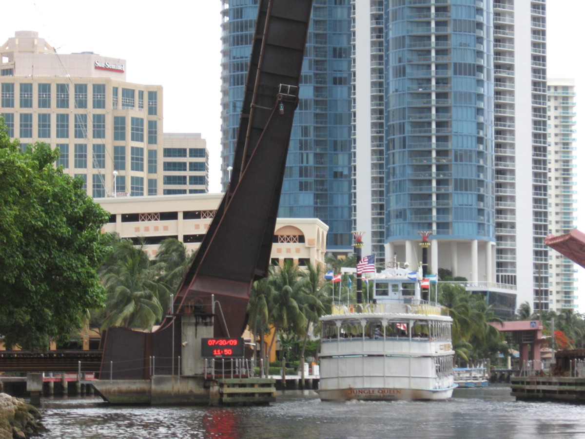Operation of the Florida East Coast Railroad Bridge across the New River in Fort Lauderdale was the subject Wednesday night at a public meeting.