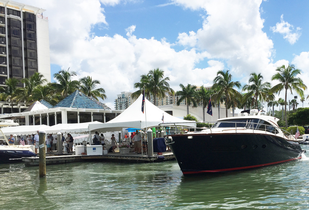 Chris-Craft's new Commander 42 leaves the dock for a demo run at the Hyatt in Sarasota, Fla., at a dealer meeting during the weekend. Chris-Craft also plans 36- and 52-foot versions of the Commander, a joint venture with the Italian yacht builder Austin Parker.