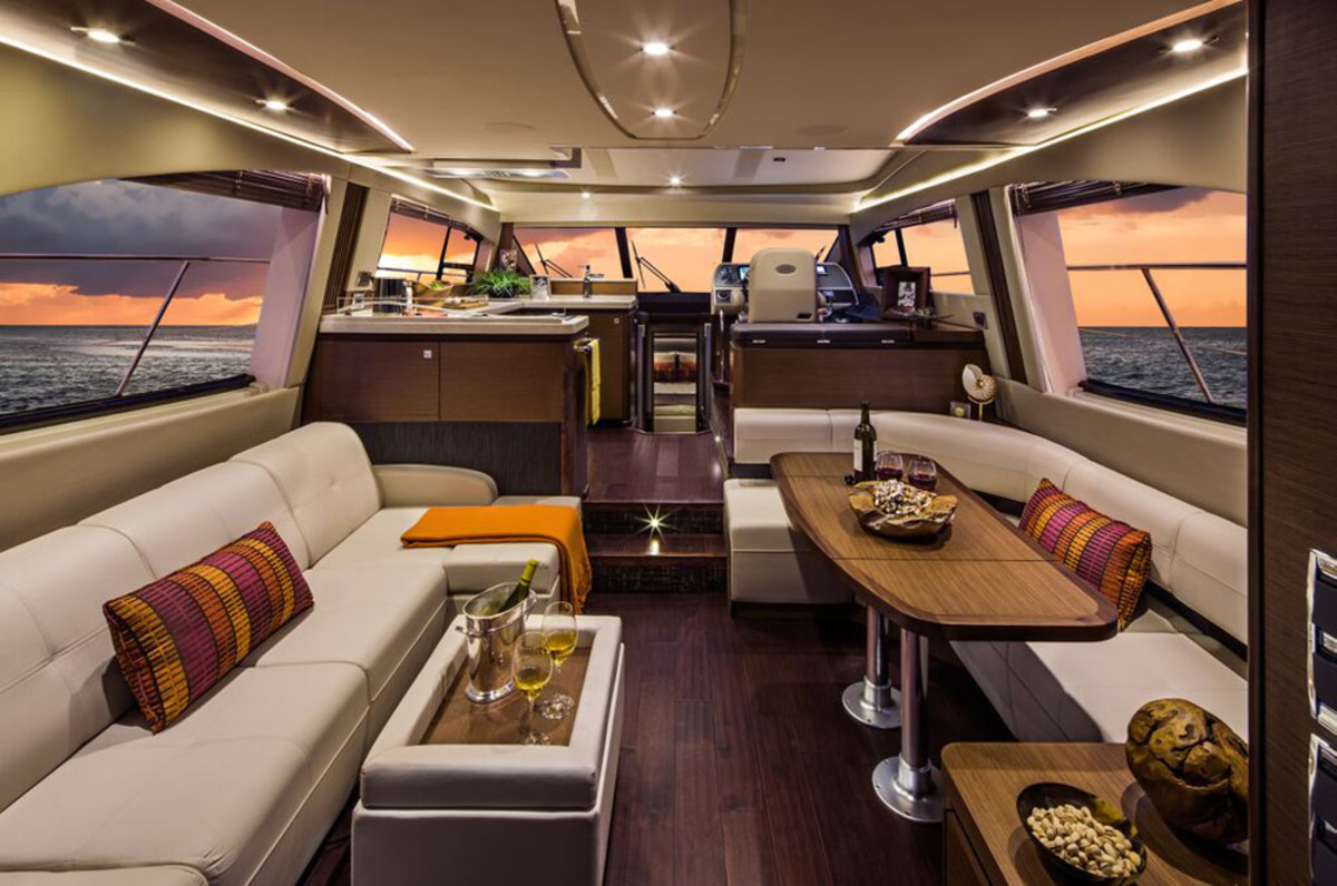 The salon of the 510 Sundancer Fly was designed in cooperation with Italian designer Christian Grande DesignWorks.