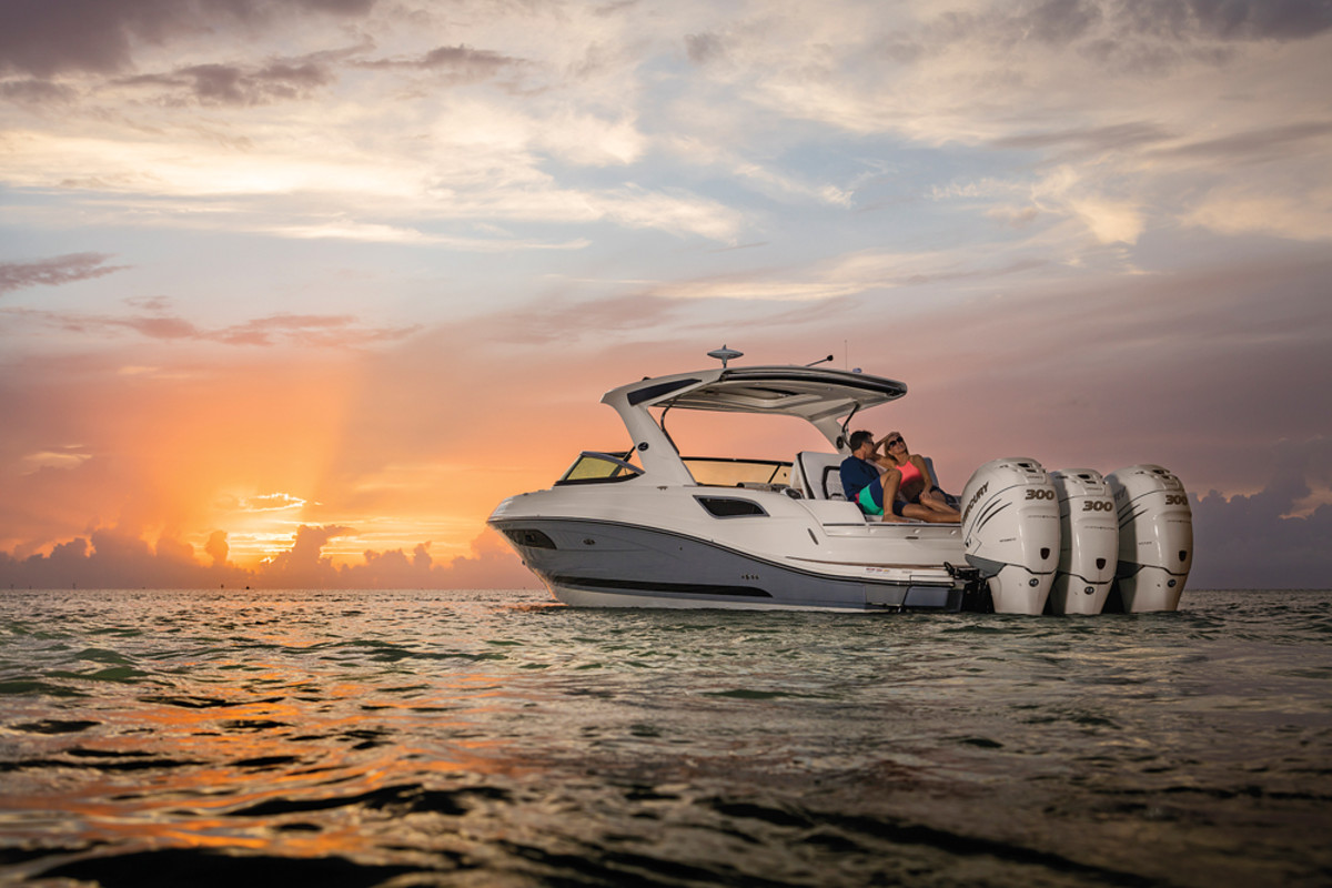 The 350 SLX Outboard, Sea Ray's first model with triple outboard propulsion, will be introduced at the Fort Lauderdale show.