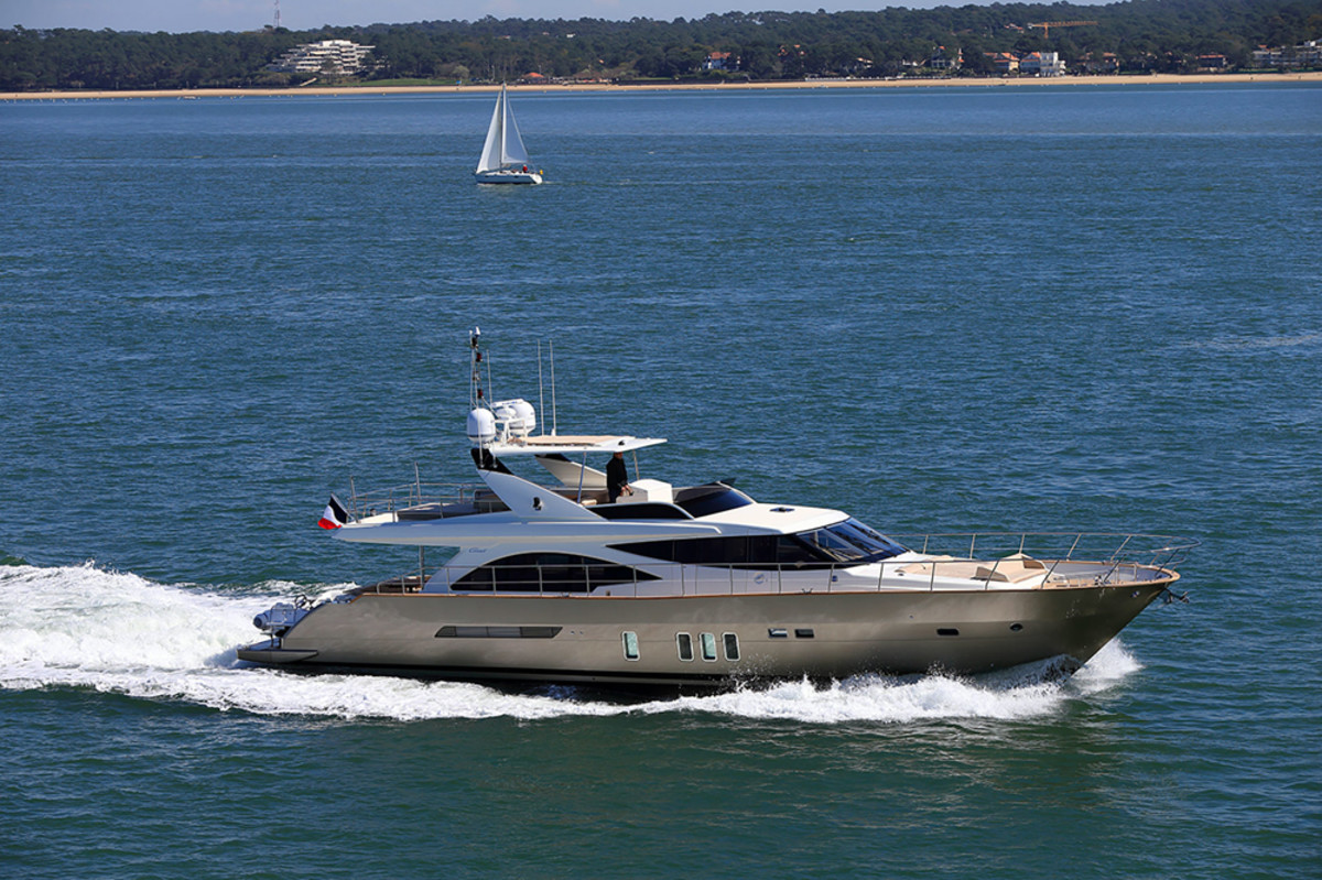 Coauch's 75-foot 2305 Fly has a composite hull, superstructure and flybridge.