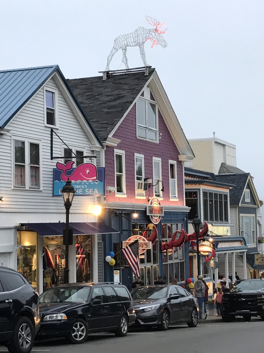 Bar Harbor has plenty of restaurants, tourist shops and upscale boutiques.