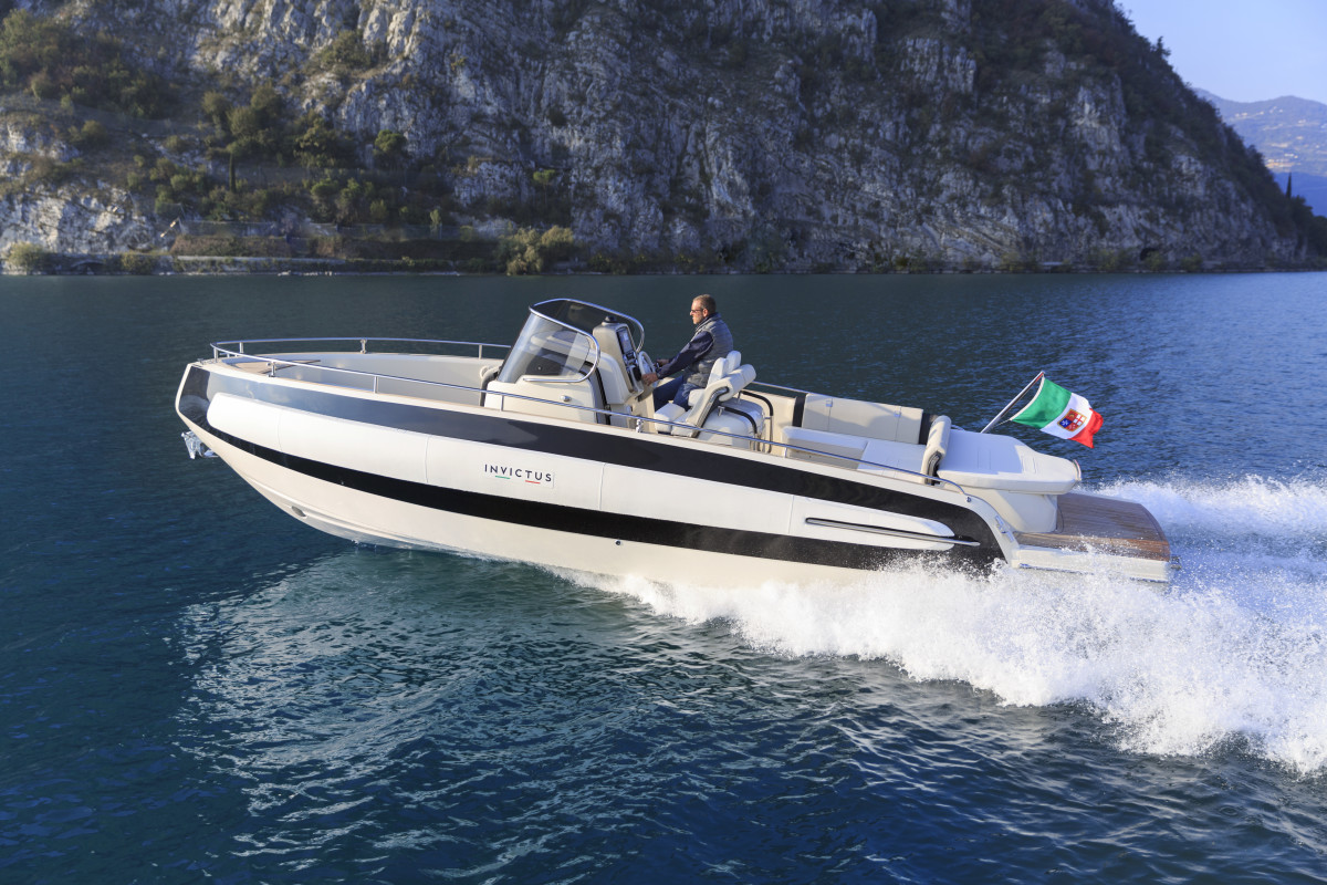 The Invictus 280TT is the tender version of the boat.