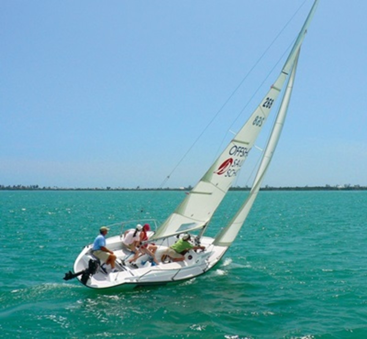 Freedom Boat Club members will receive a 40 percent savings on Offshore Sailing's Learn to Sail certification course tuition.