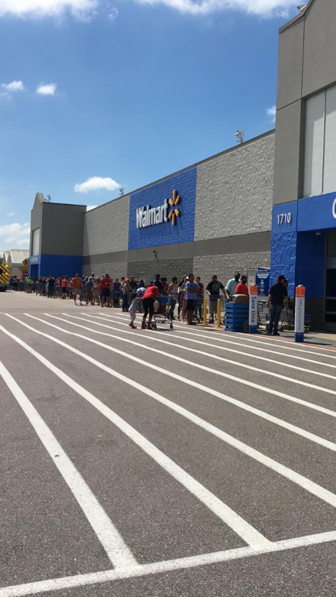 Lines of People Outside of Walmart in Texas following hurricane Harvey