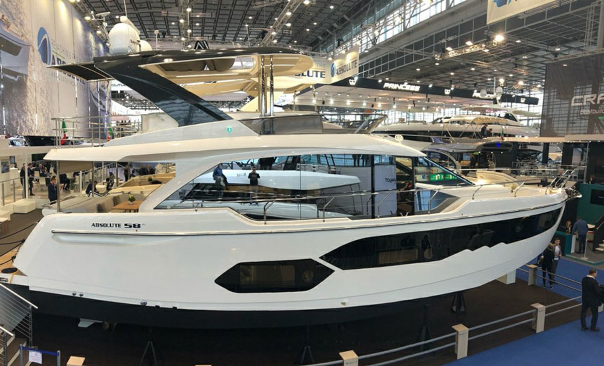 The Absolut 58 made its debut at the Dusseldorf Boat Show with a SureShade ATF shade system.