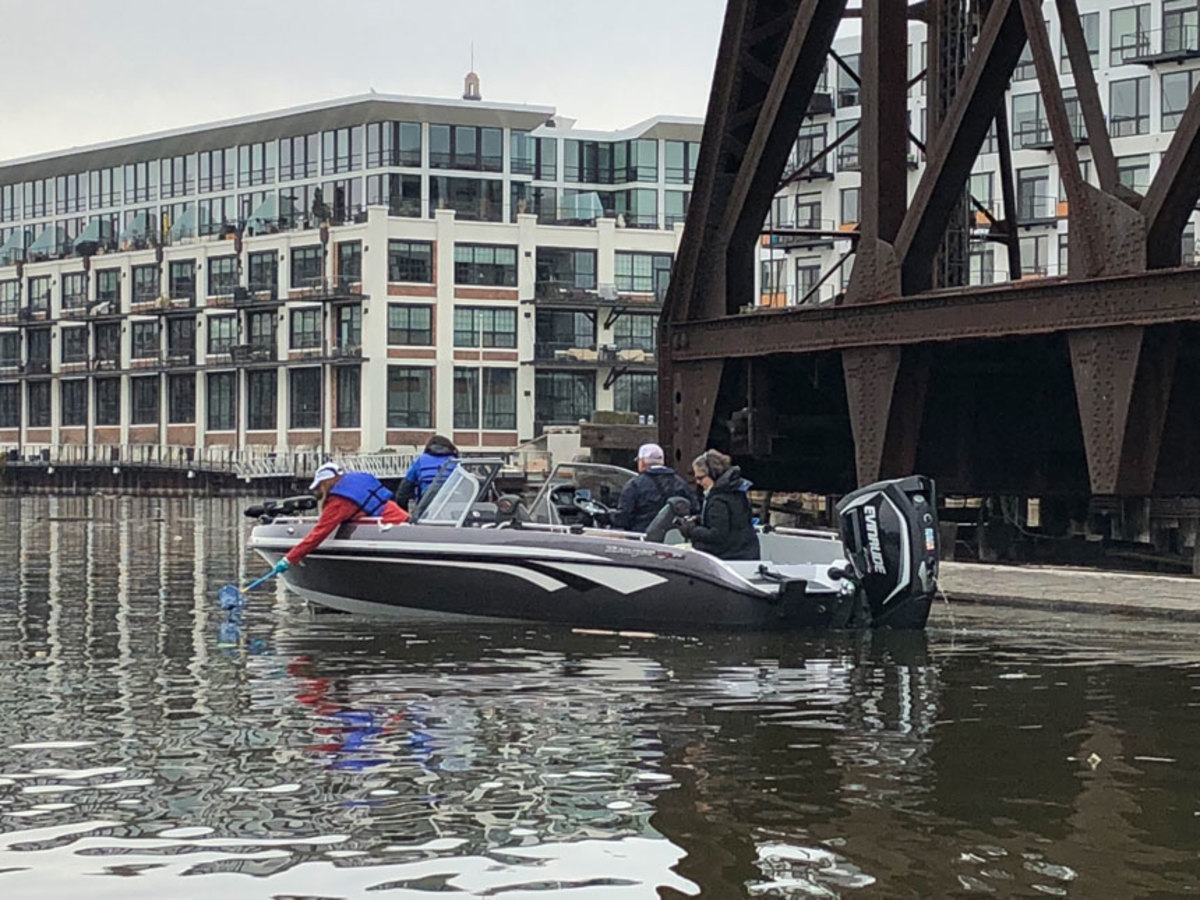 Evinrude-powered boats were used to pick up trash from the Milwaukee River .