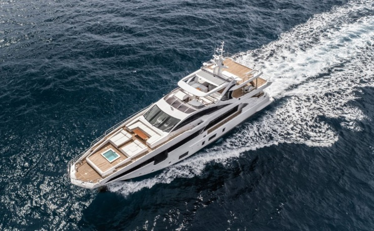 "Azimut calls the 35 Metri the ""Queen of the Grande Collection."""