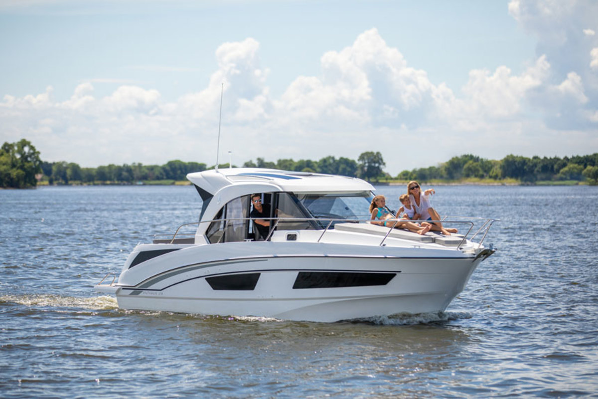 The Antares 27 is the flagship of a new line designed for coastal and lake cruising.
