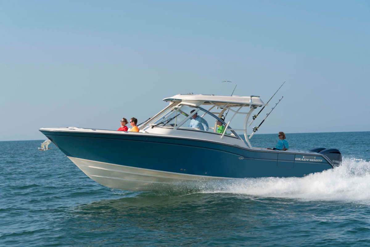 The Freedom 325 from Grady-White Boats is designed to combine family and fishing amenities.