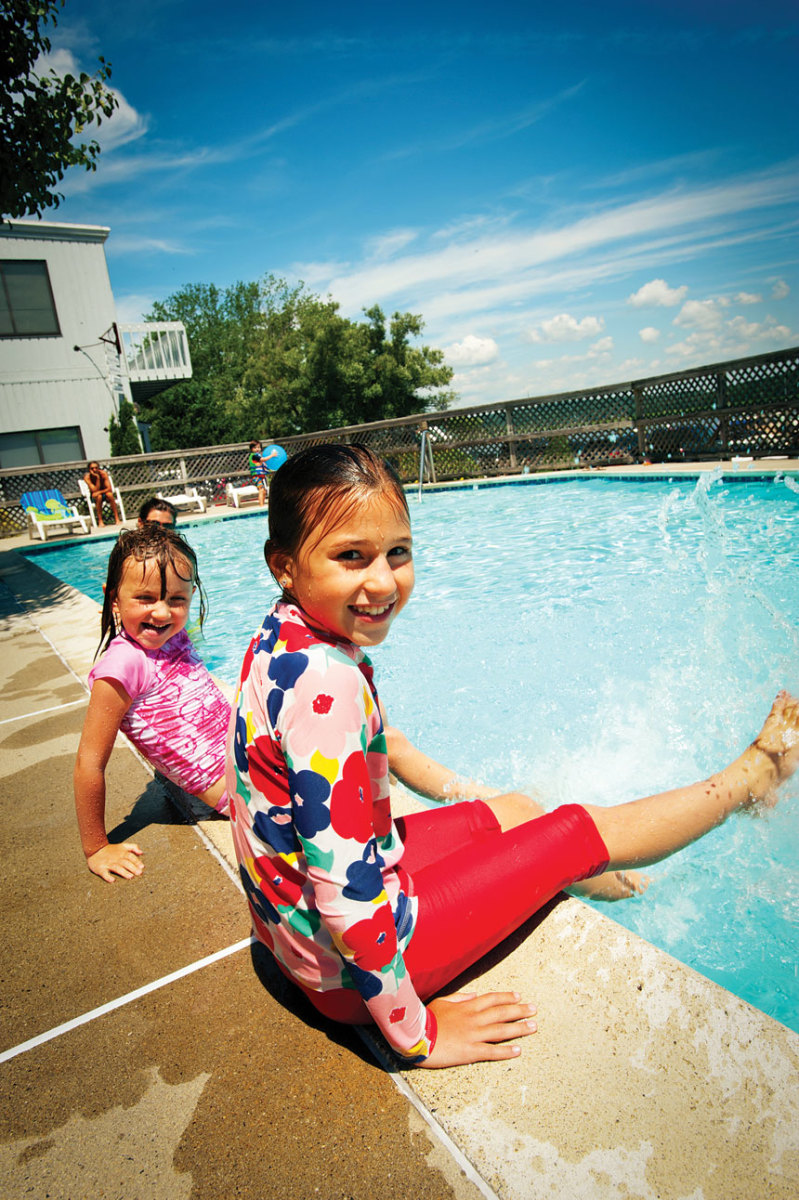Marinas with amenities such as swimming pools attract families with children.