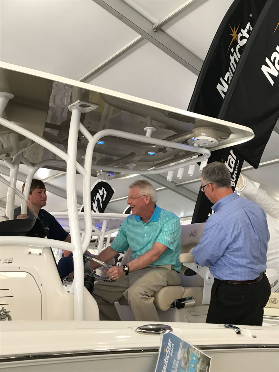 Modern Fish Act co-author Sen. Roger Wicker visited NauticStar, one of his constituents, at the Miami International Boat Show.