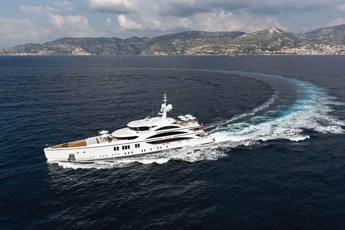 3.-Azimut-Benetti-Superyacht-credits_Jeff-Brown-(7)