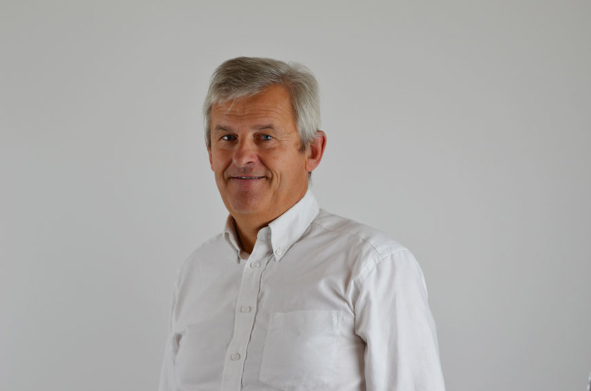 Jérôme de Metz, chairman of the Groupe Beneteau board, will take over as CEO.