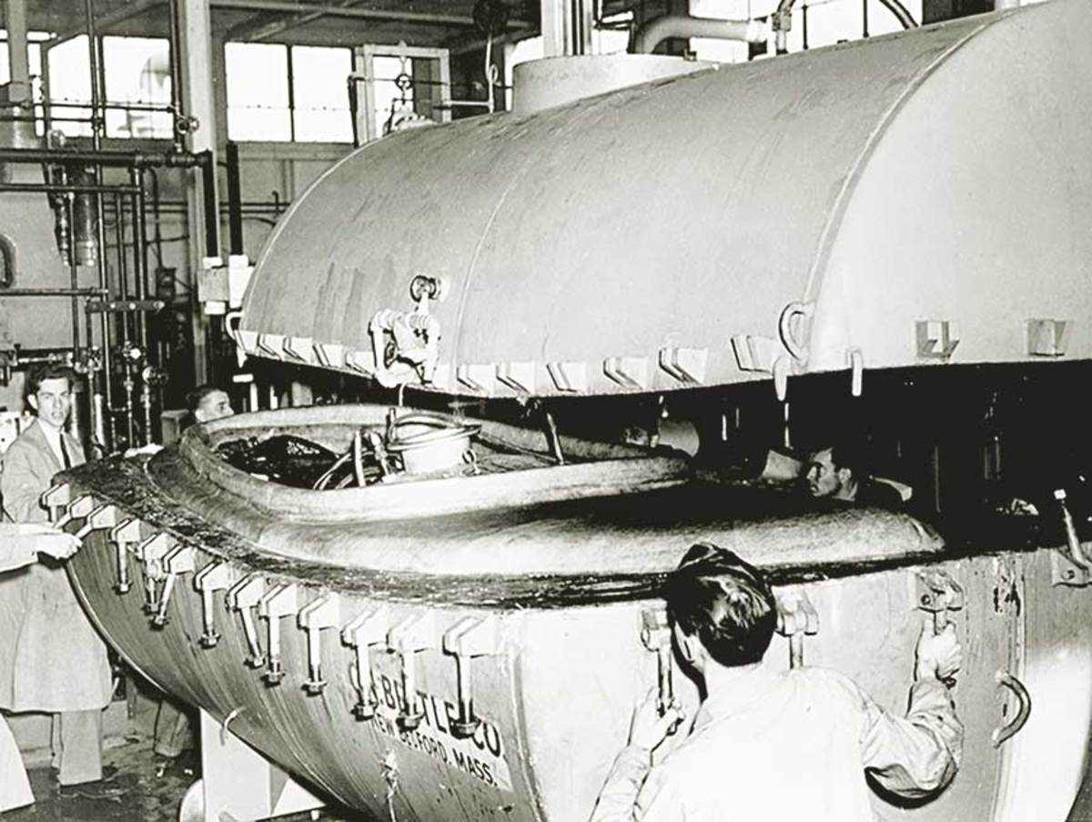 In 1948, Carl Beetle teamed with General Electric to fabricate small fiberglass boats in matched metal molds.