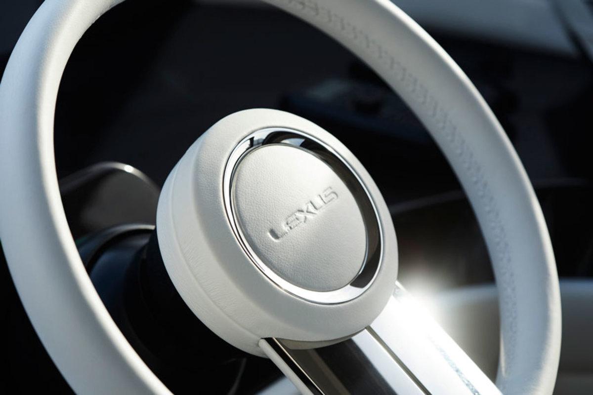 2.-Lexus-Y_650_helmwheel_v2x860