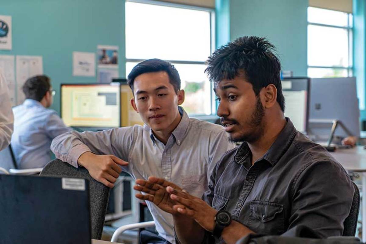 At the i-Jet Lab, University of Illinois students work alongside Brunswick personnel in such areas as engineering, design and informatics.