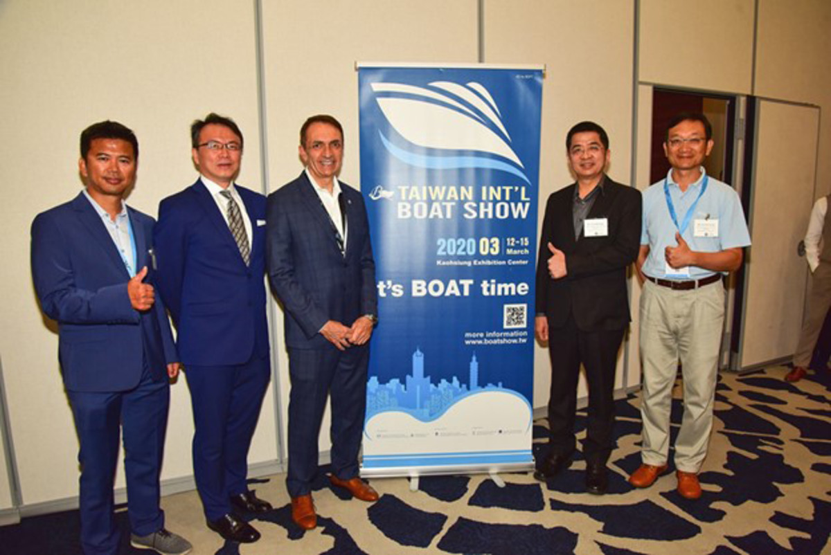 Fort Lauderdale Mayor Dean Trantalis (third from right) greets (L to R) Paul Cheng, Manager, TAITRA Taiwan Trade Center New York; David Chien, Director General, Taipei Economic and Cultural Office in Miami; Yu-Jung Chang, Deputy Secretary General, Kaohsiung City Government; and Howard Gung, Chairman of Taiwan Yacht Industry Association and General Manager of Kha Shing Enterprise Co, Ltd.