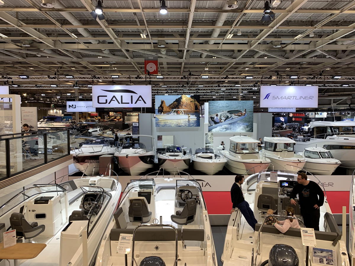 The social situation and strike in France are negatively impacting attendance at the Paris Boat Show.