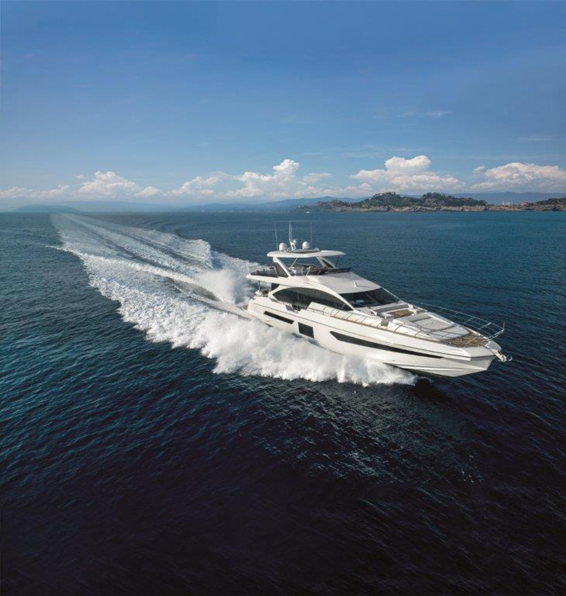 Launched at FLIBS, Azimut's 82-ft. Metri 25 is an example of how U.S. buyers are choosing larger motoryachts.