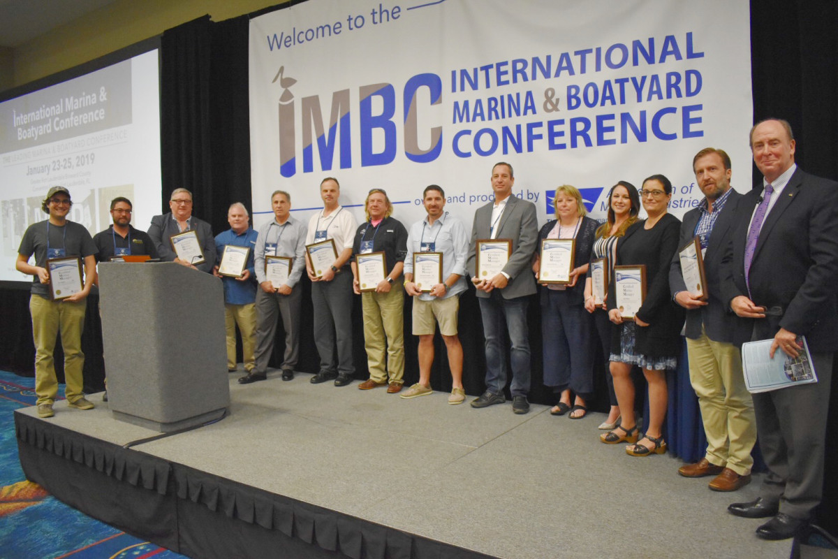 Marina operators receive CMM and CMO certificates at the conference.