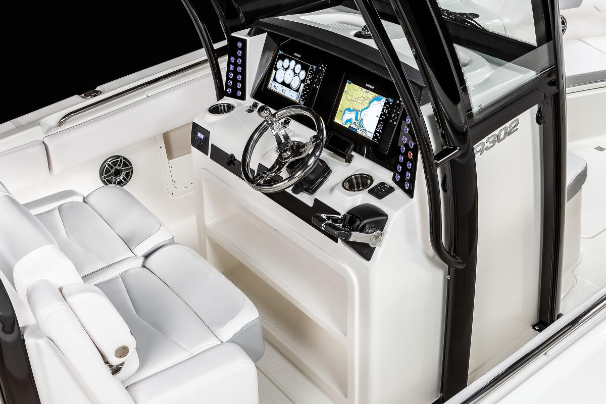 Robalo's line of center consoles, including the R302 (shown), will benefit from Simrad's suite of fish-finding technology.