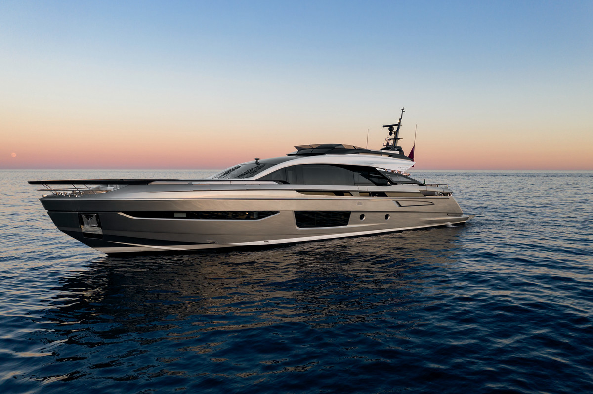 Azimut's sporty 94-foot S10.