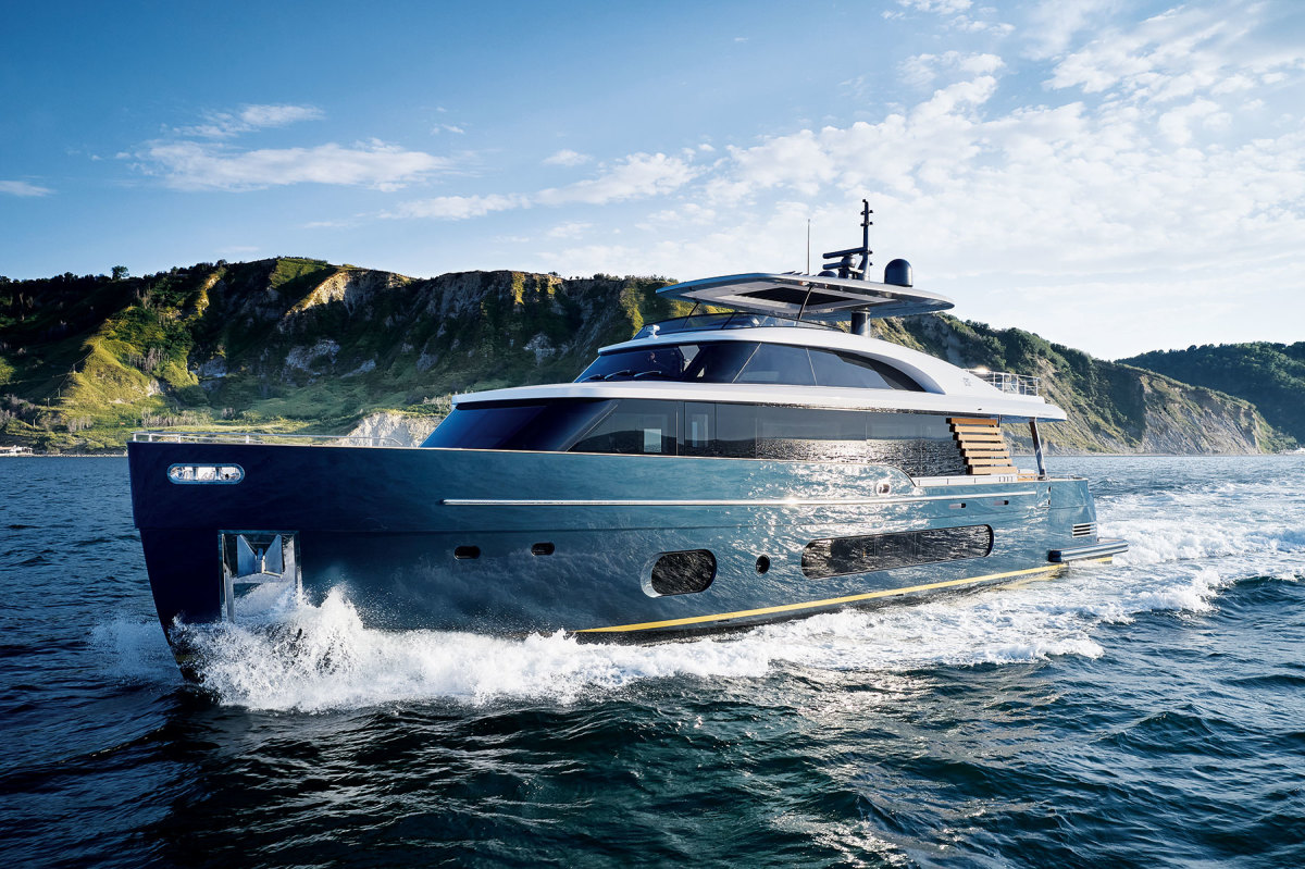 Azimut Yachts' Marine Mechanical Ventilation System premiered on the Azimut 25 Metri (both photos). It's based on a NASA patent, and imitates natural photocatalysis, which combines the sun's ultraviolet rays, air moisture and natural metals to generate oxidizing ions.