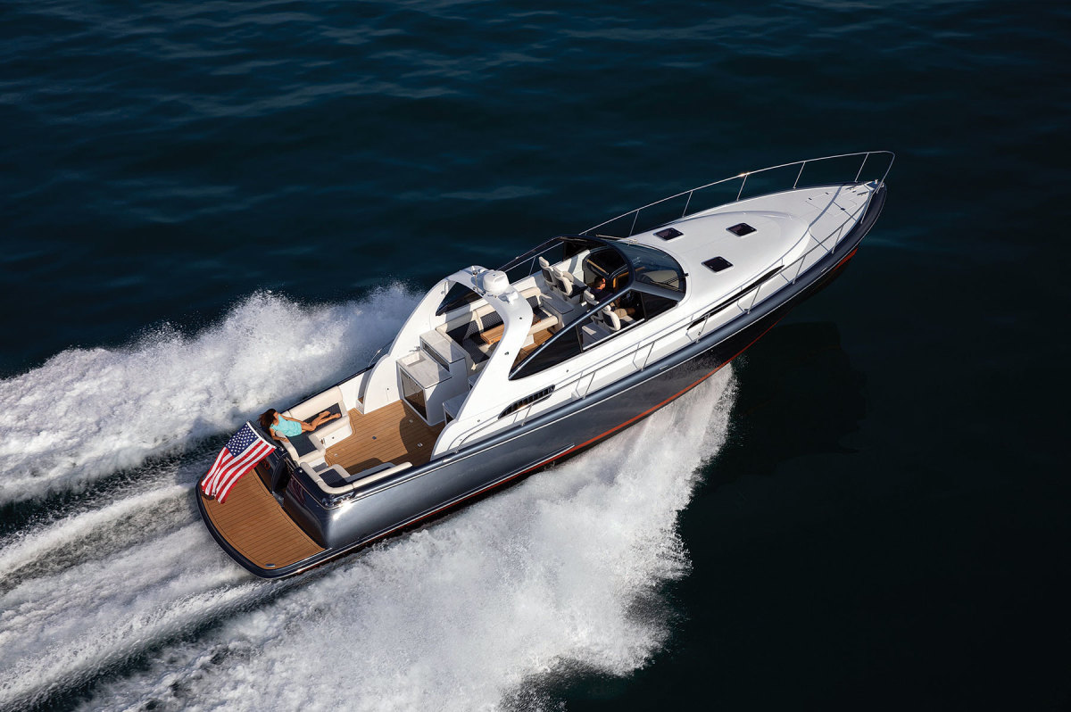 Palm Beach's GT Series is available in both open (shown) and enclosed versions (below).