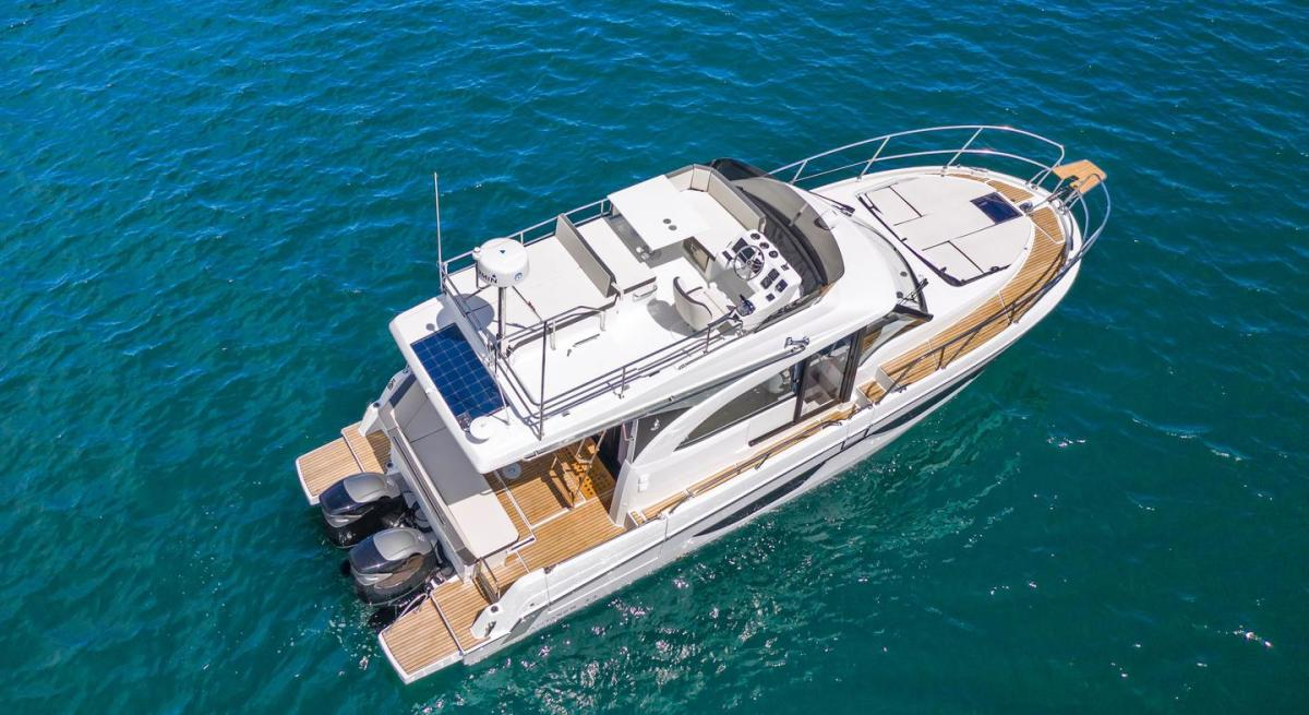 1_Beneteau_antares11-fly-us